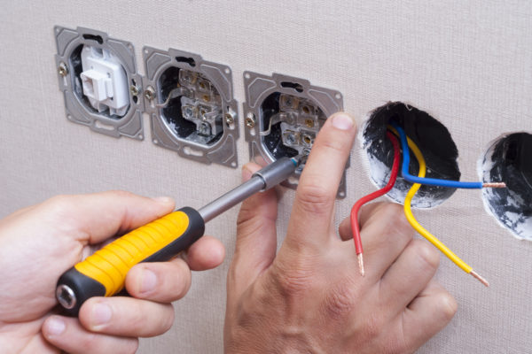 prace elektryczne remmac
